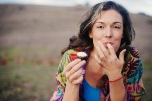 Cibo sano sì, ortoressia no. Quando mangiare schifezze fa bene.