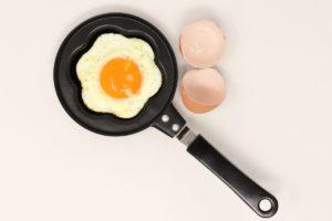 La dieta dei 3 giorni di Vogue: uova e vino per perdere 2 kg e mezzo