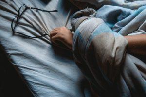 Poco sonno abbassa il metabolismo, e il week end non aiuta