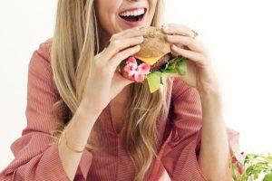 Guru vegana va in menopausa precoce: meglio onnivora