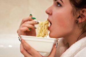 Come fare se voglio dimagrire ma mangio troppo?