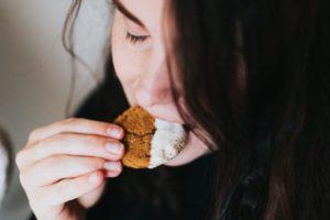 Nutrizionista spiega un trucco che aiuta a vincere la fame