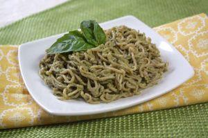 Spaghetti al pesto light, solo 170 calorie a porzione!