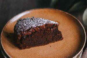 Torta al cioccolato fondente light senza glutine né uova