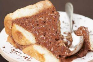Torta cachi e cacao senza cottura: solo 190 calorie a fetta